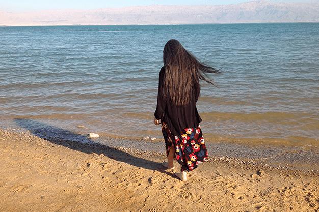 rickie hypnotherapist walking looking at the ocean